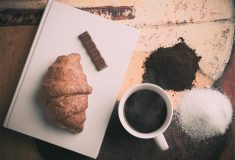 Kawa i croissant